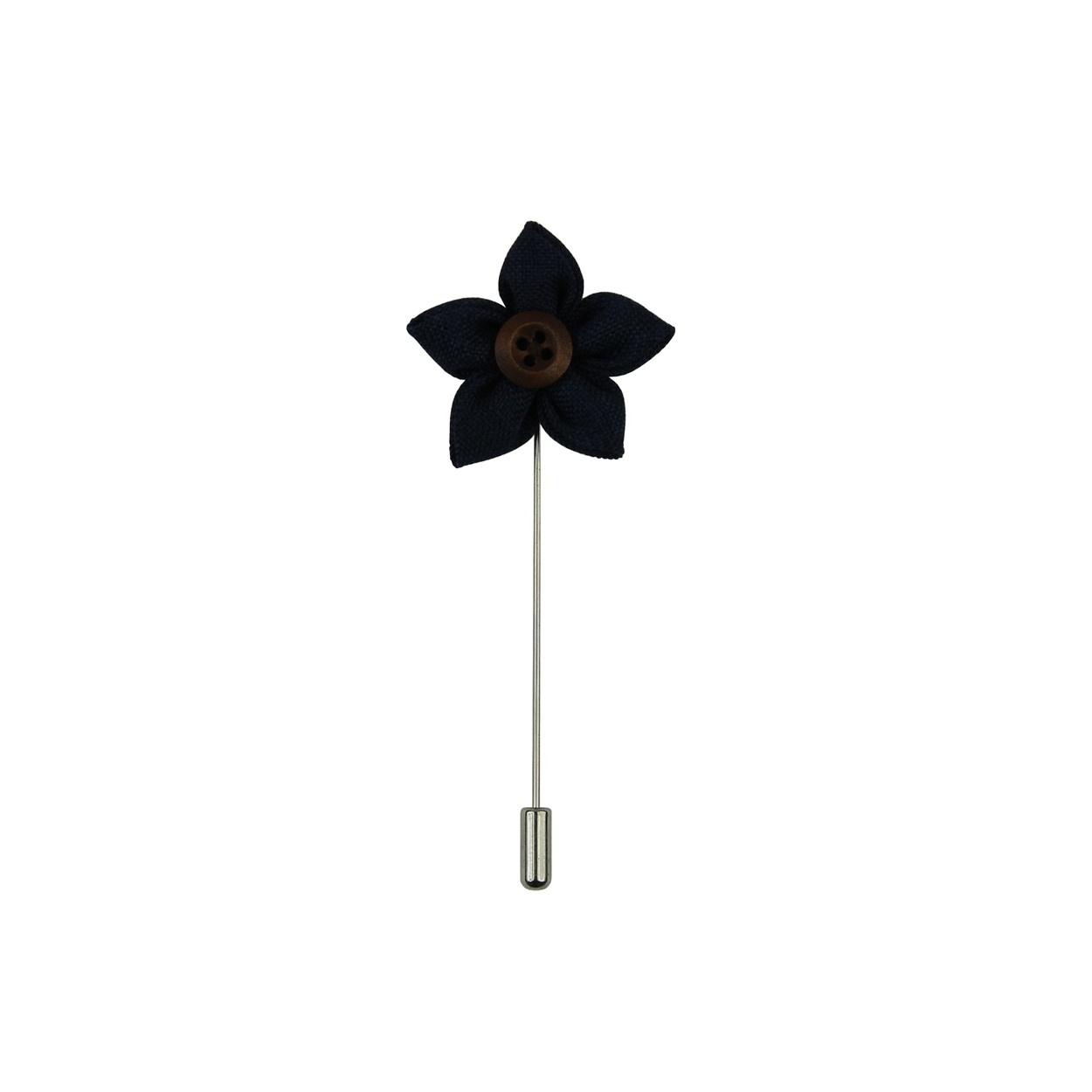 Tmavě modrá květina do klopy s dřevěným knoflíčkem