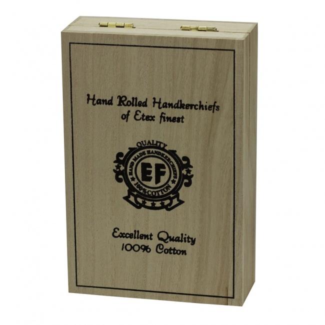 Sada pánských hnědých kapesníků v dřevěné krabičce DOUTNÍKY