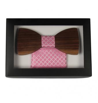 Růžový dřevěný motýlek v krabičce