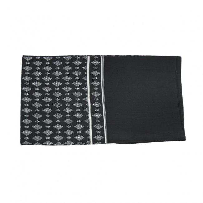 Černá pánská šála s bílo šedými kosočtverci