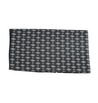 Černá pánská šála s bílo šedými kosočtverci 2