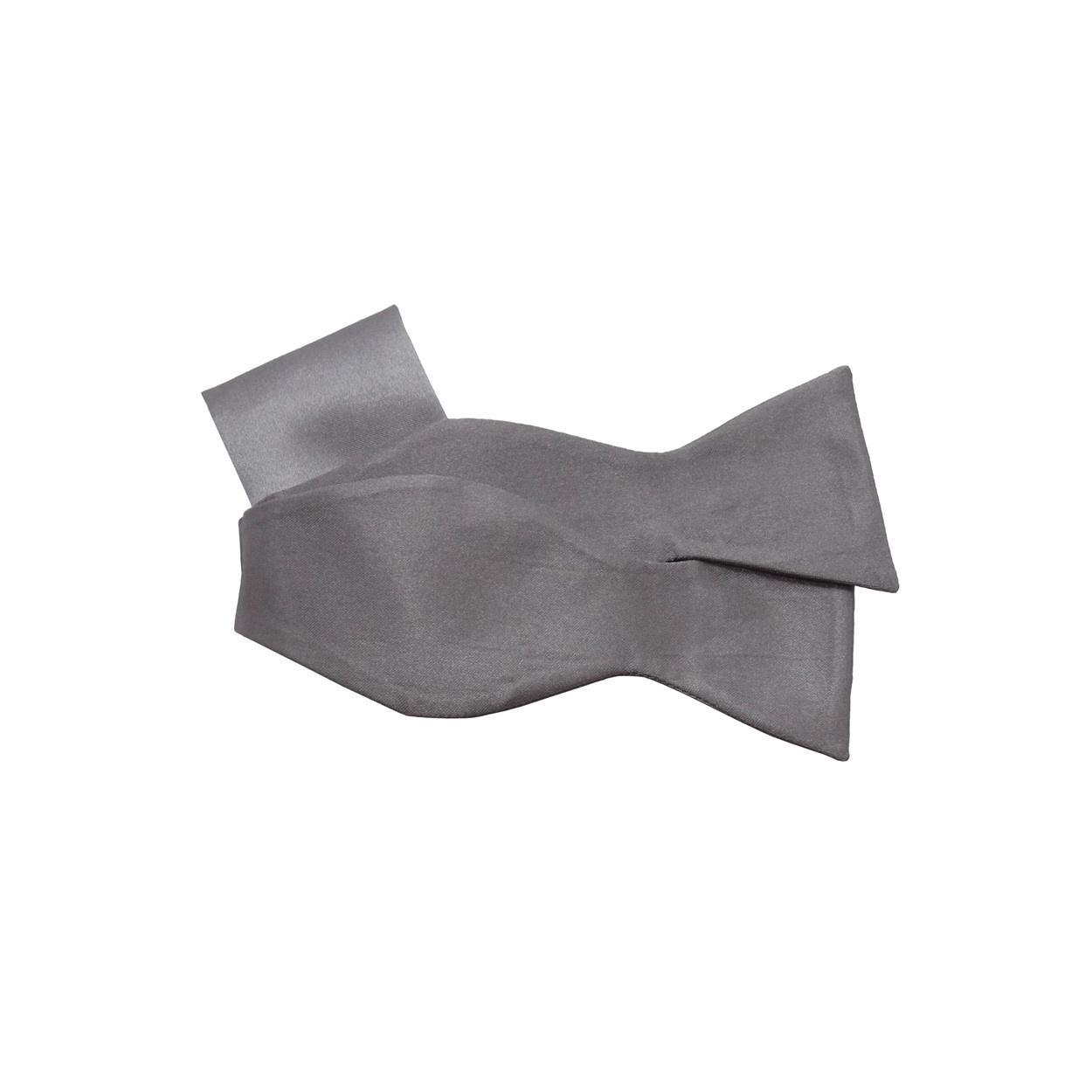 Světle šedý vázací motýlek s kapesníčkem