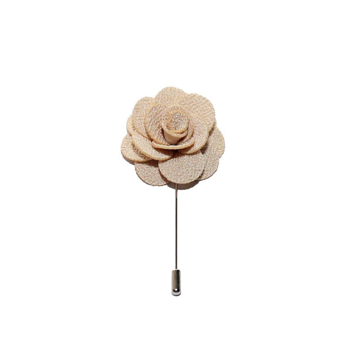 Béžová květina do klopy