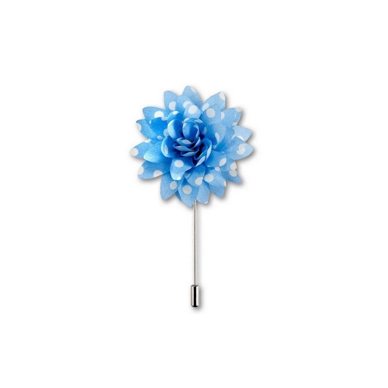 Světle modrá květina s bílými puntíky do klopy
