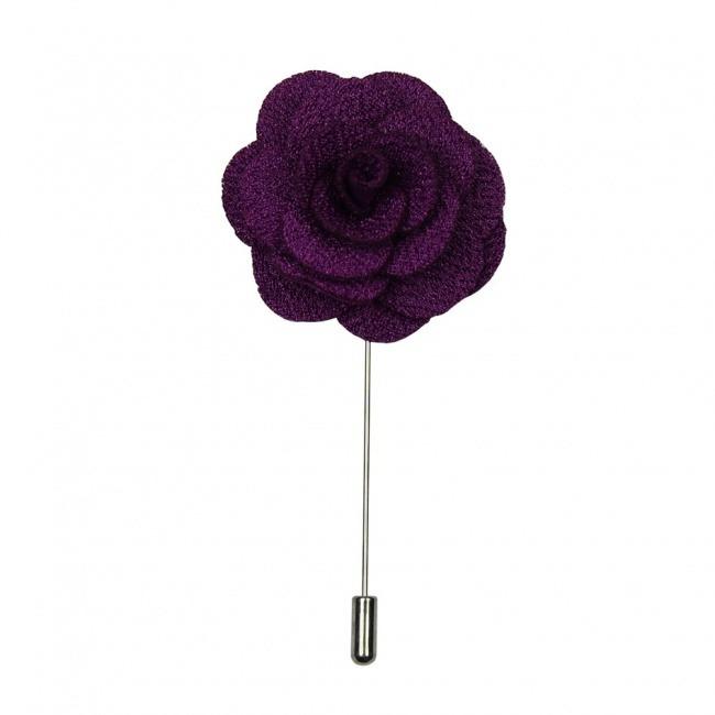Fialová květina do klopy